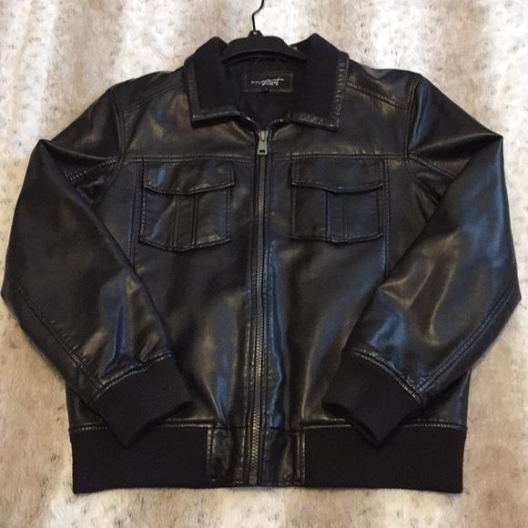 f13b8f052 Men Black Rivet Leather jacket Size L.